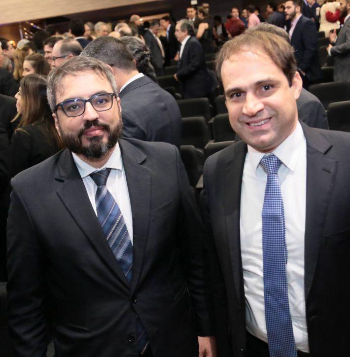 Robson Loureiro E Salmito Filho
