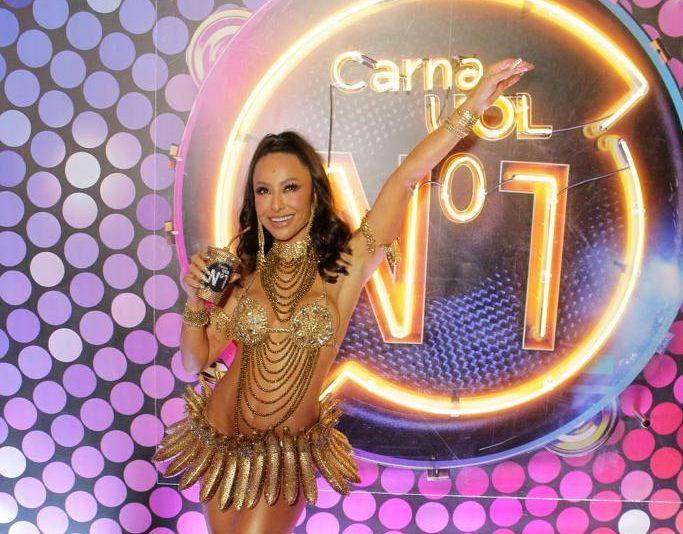 30 anos de Sapucaí - Musas Sabrina Sato, Ísis Valverde, Alessandra Ambrósio e Daniela Sarahyba brilham no Camarote CarnaUOL N°1