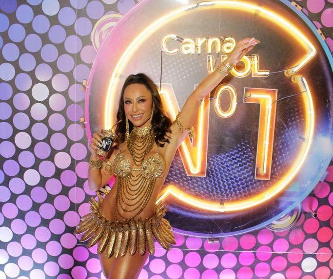 Sabrina Sato brilha no Camarote CarnaUOL N1