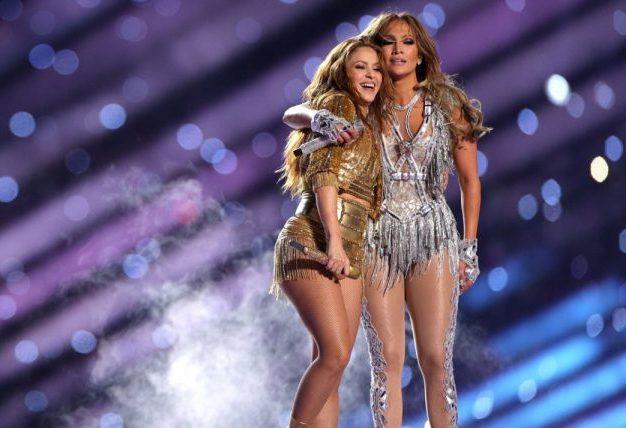 Jennifer López e Shakira promovem uma verdadeira festa latina no intervalo do Super Bowl