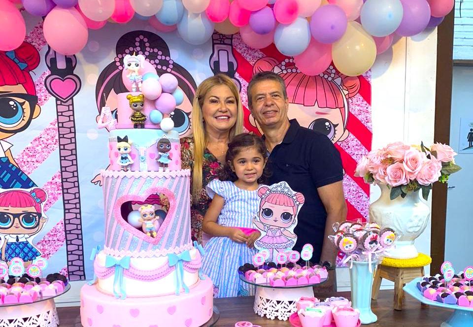 Stelinha Frota festeja a nova idade da neta, Laura, durante o fim de semana