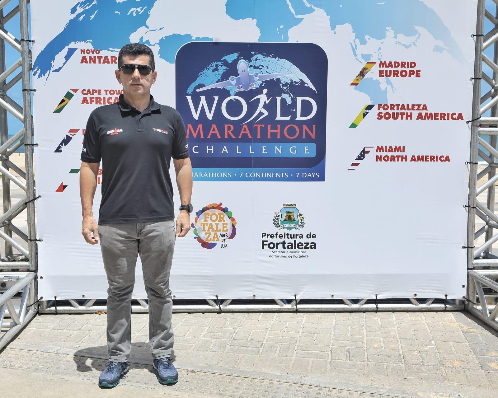 Erick Vasconcelos recebe os competidores na passagem do World Marathon Challenge em Fortaleza