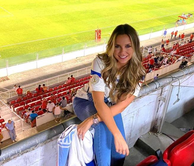 Em solo argentino, Fernanda Levy prestigia a estreia do Fortaleza na Copa Sul-Americana