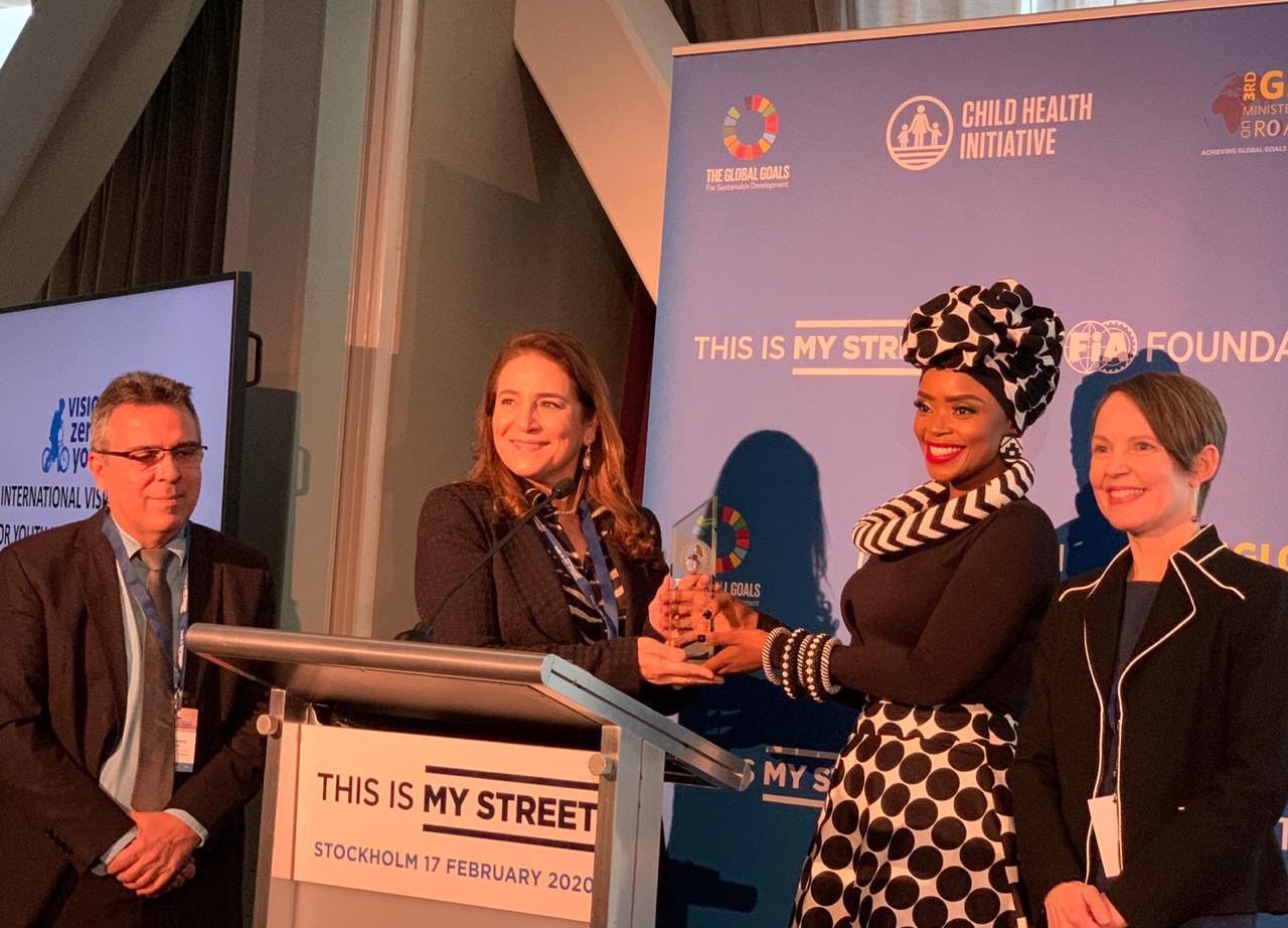 Representando a Prefeitura de Fortaleza, Patrícia Macêdo recebe prêmio na Suécia