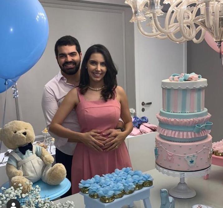 Carla Laprovitera e Pedro Garcia assinam seu primeiro contrato com a cegonha