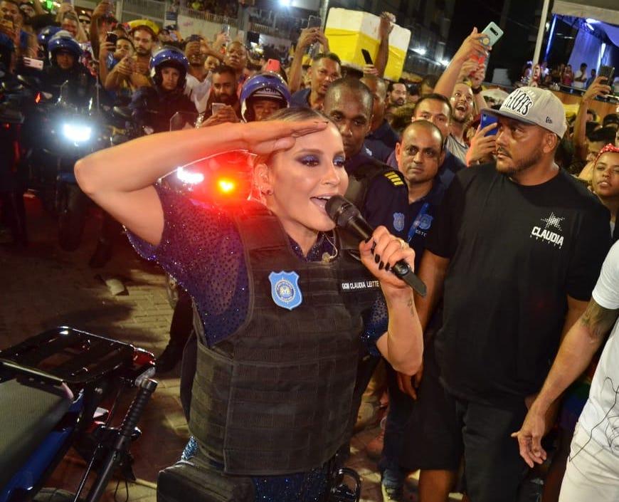 Cláudia Leite abre o Carnaval de Salvador com homenagem à Guarda Municipal