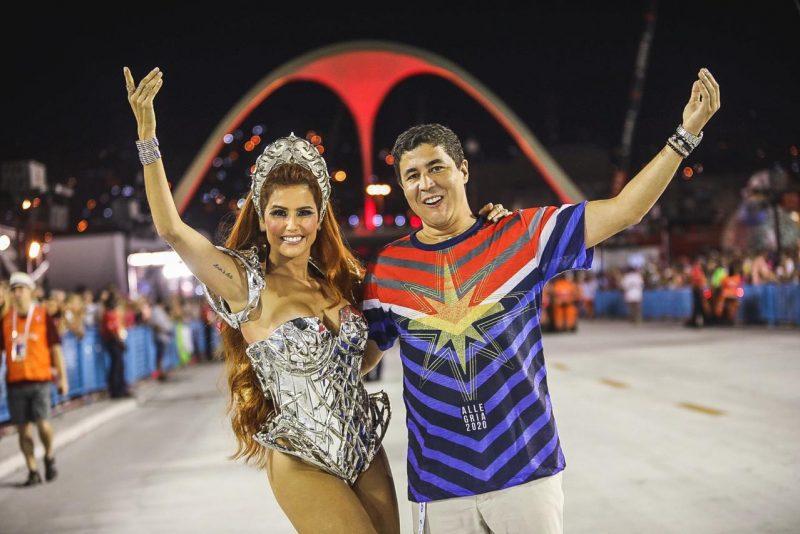 Samba no pé - Rainha do Camarote Allegria, Deborah Secco brilha na Marquês de Sapucaí