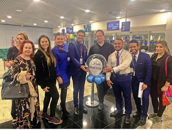 Edson Ventura ganha sessão parabéns ao embarcar no Aeroporto de Fortaleza