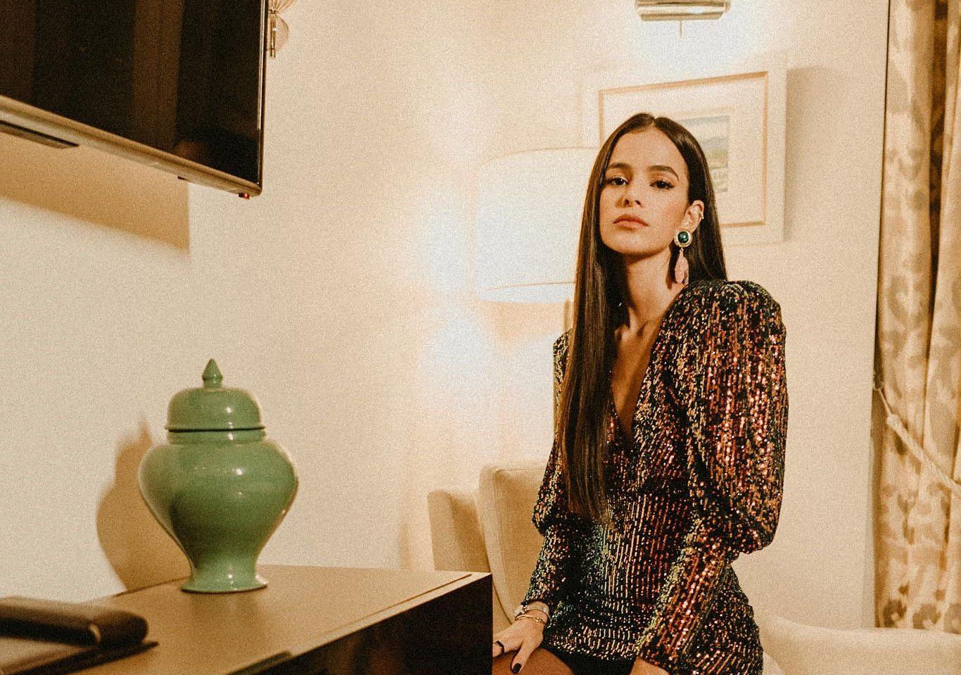 Bruna Marquezine brilha durante lançamento da nova coleção da Colcci no Copacabana Palace