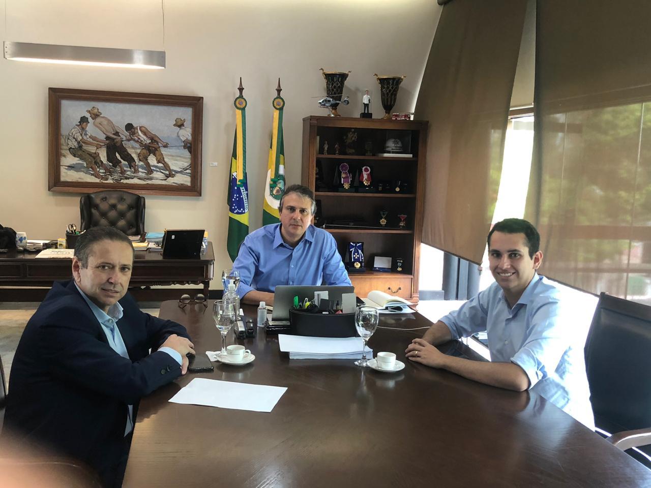 Camilo recebe Domingos Neto e Domingos Filho no Palácio da Abolição