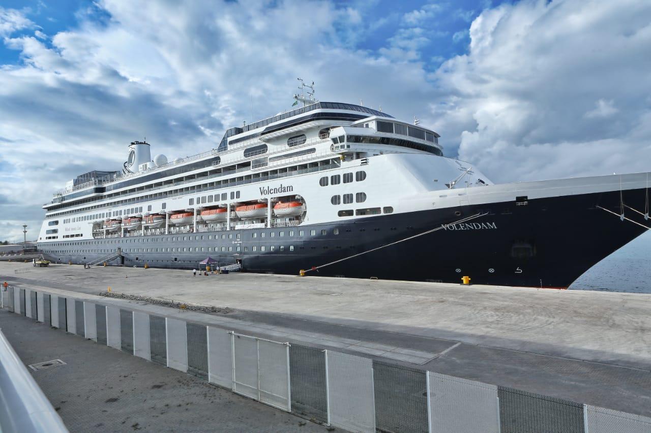 MS Volendan atraca no Porto do Mucuripe trazendo mais de mil turistas a bordo