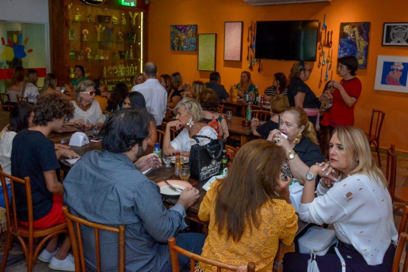 Sessão Parabéns - Alegria e alto astral marcam a troca de idade de Stelinha Frota Salles