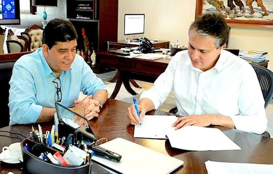 Camilo concede benefícios a servidores da saúde e vistoria obras em execução na RMF