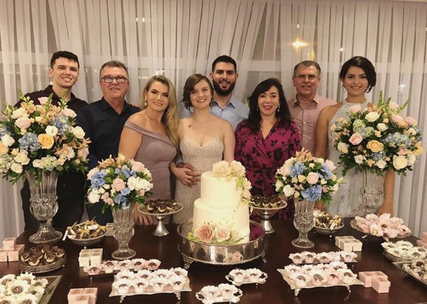 Theo Pompeu e Tatiana Rolim oficializam noivado durante o weekend