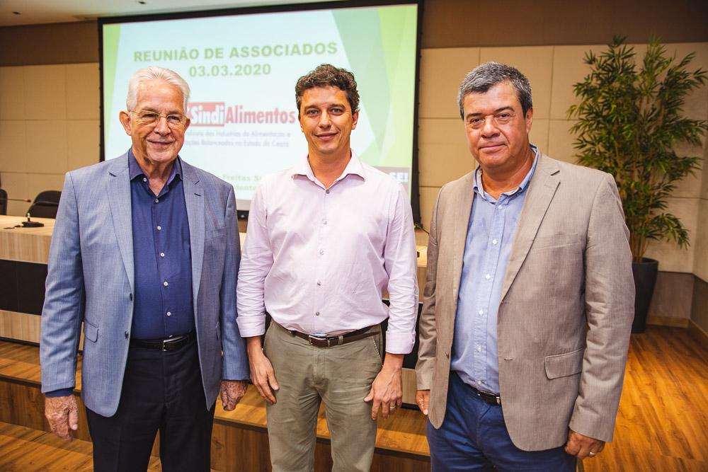 Luiz Roberto Barcelos fala sobre o mercado internacional de alimentos em evento na FIEC