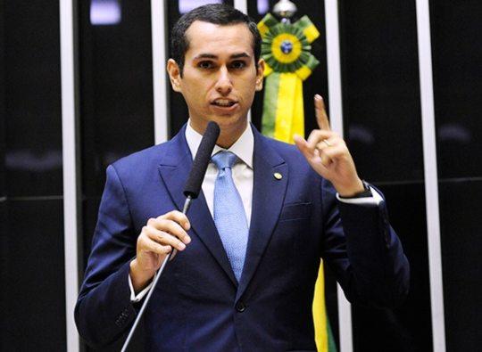 Domingos Neto quer liberar recursos do FAT para garantir renda ao trabalhador