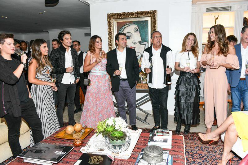 Meeting - Tati Oliva arma jantar em torno de João Kepler com a presença de diversas personalidades