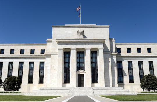 Covid-19 afeta economia global e leva o FED a reduzir juros nos EUA