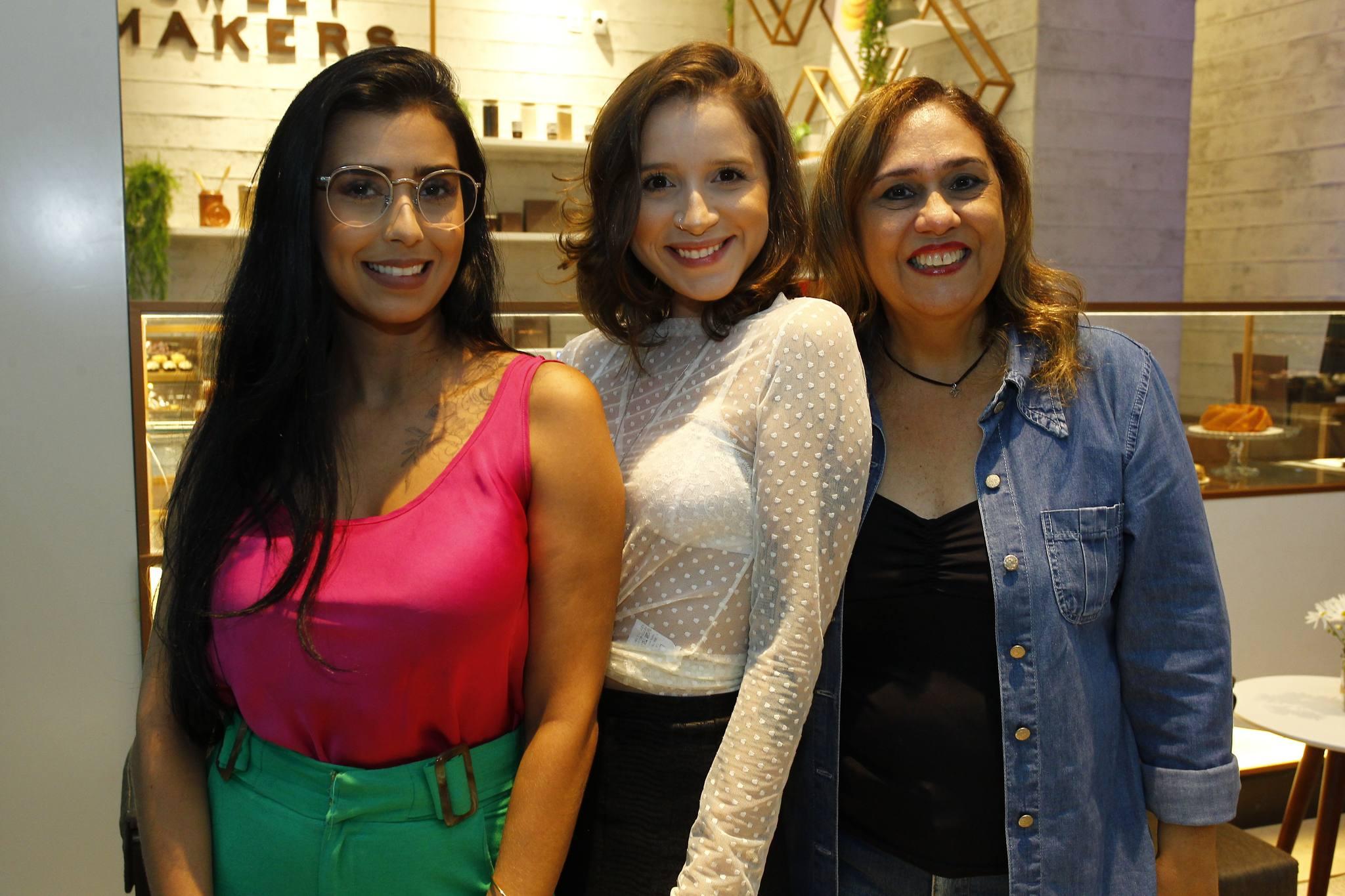 Greice Matias, Larissa Queiroz E Regina Carvalho 1