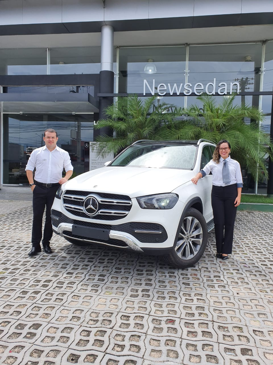 Newsedan Mercedes-Benz pronta para mostrar o Novo GLE, o SUV de luxo