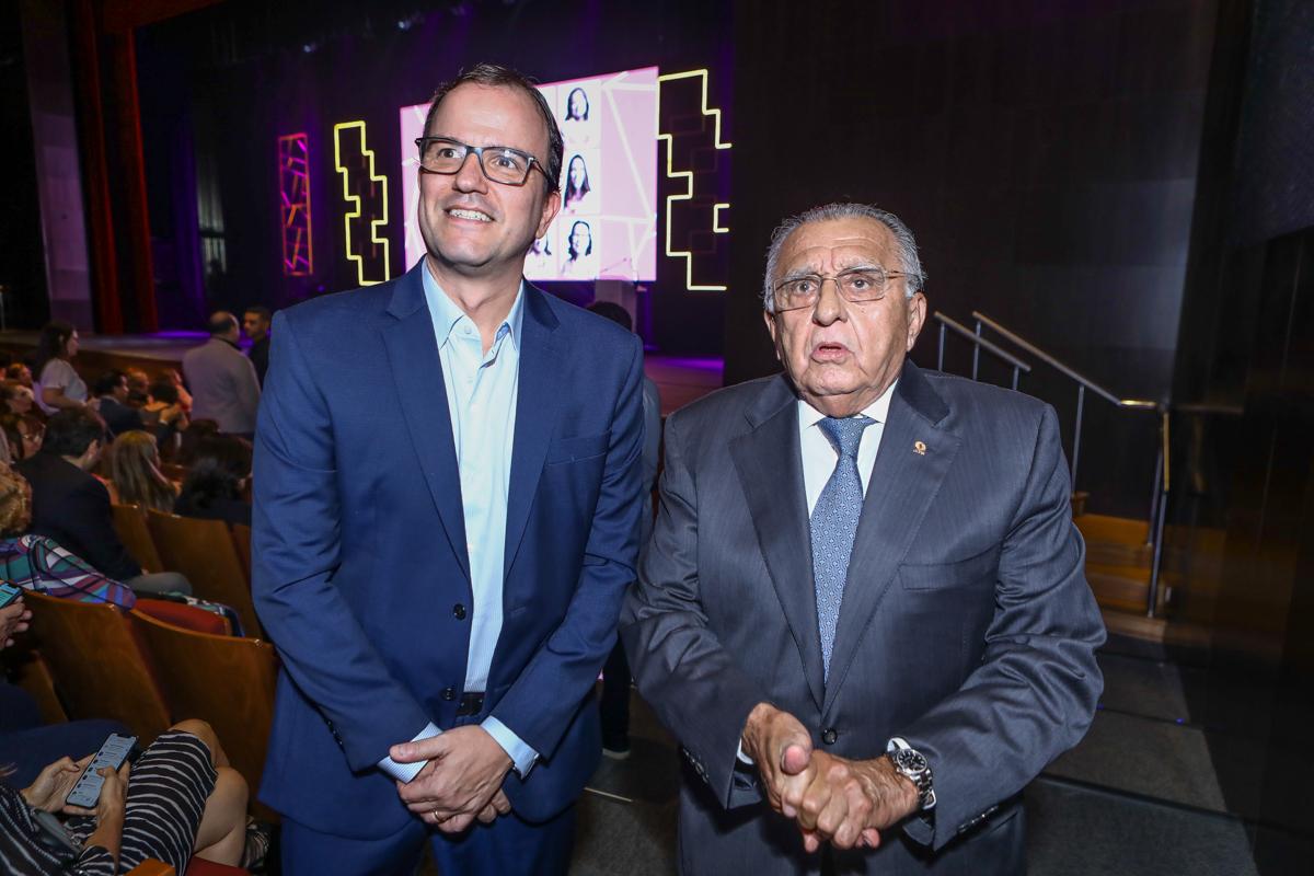 Jean Franco E Joao Carlos Paes Mendonça