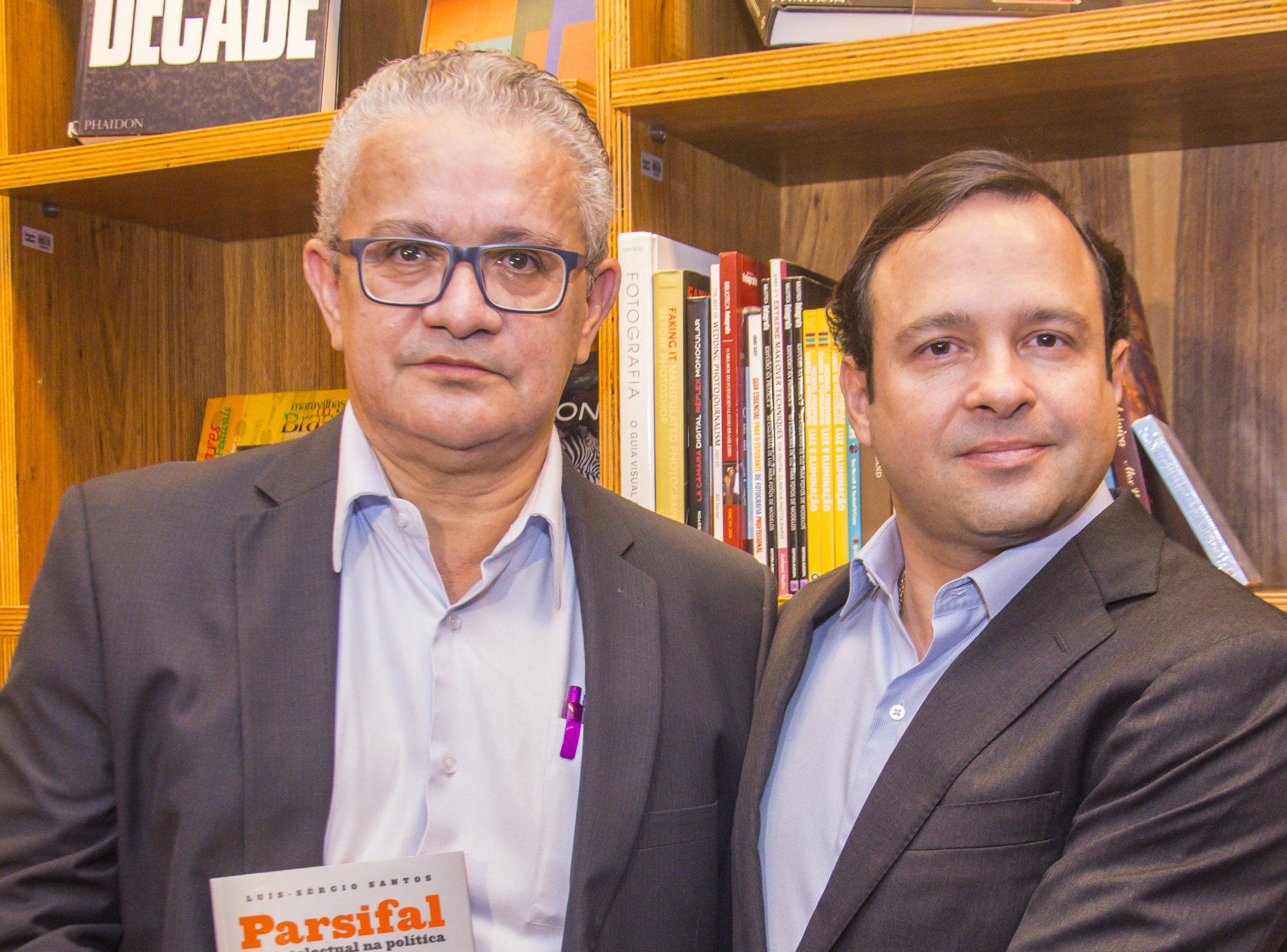 Luís Sérgio Santos pilota lançamento de seu novo livro na Casa da Indústria