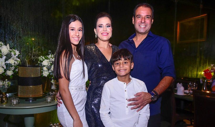 Fábio Campos festeja 50 anos com animada festa no Pipo Restaurante