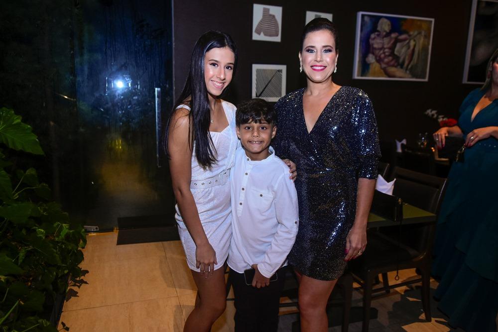 Manuela, Fabinho E Cibele Campos