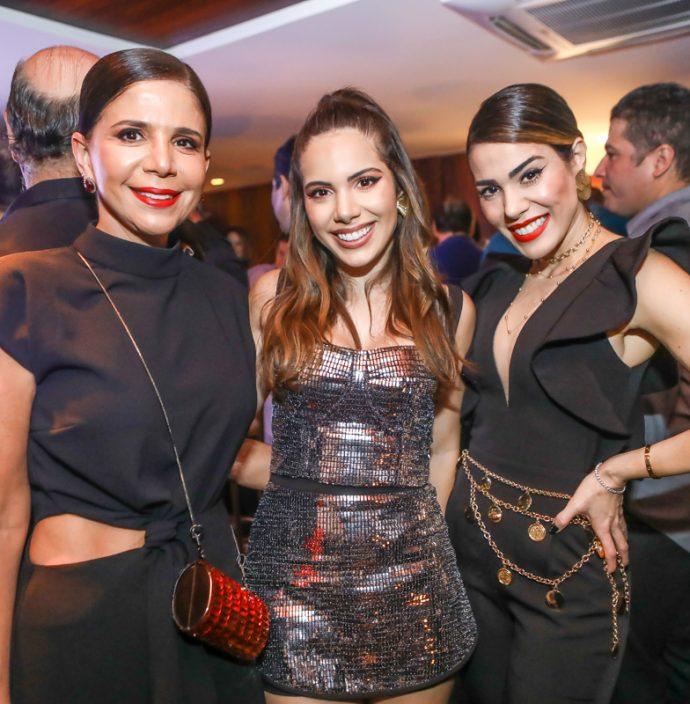Maria Lucia E Nicole Carapeba, Juliana Cordeiro