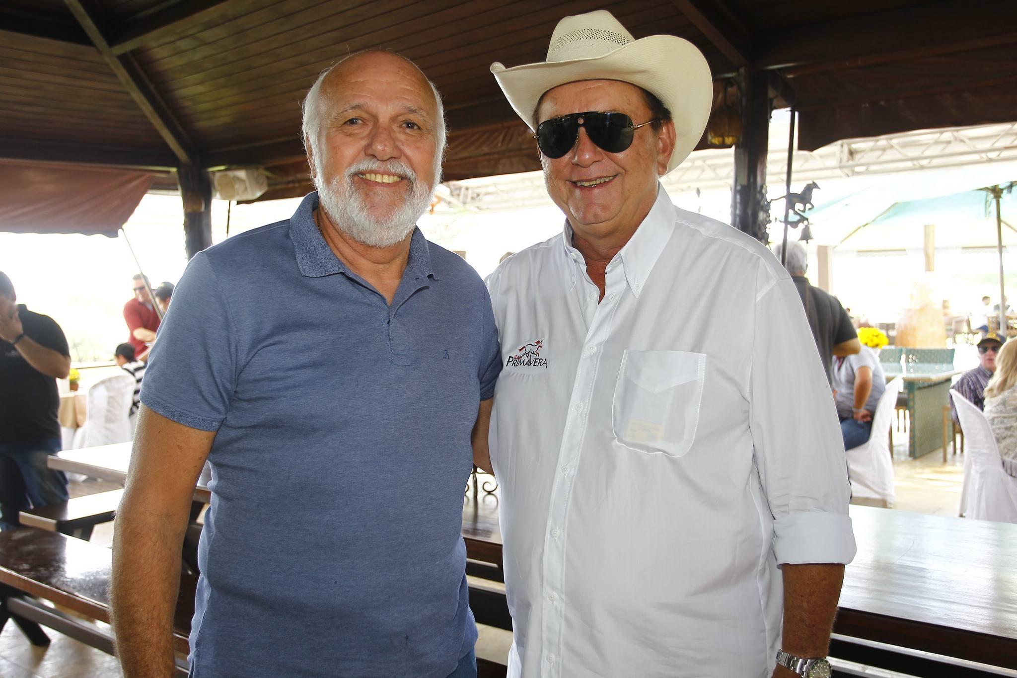 Mauricio E Rafael Leal