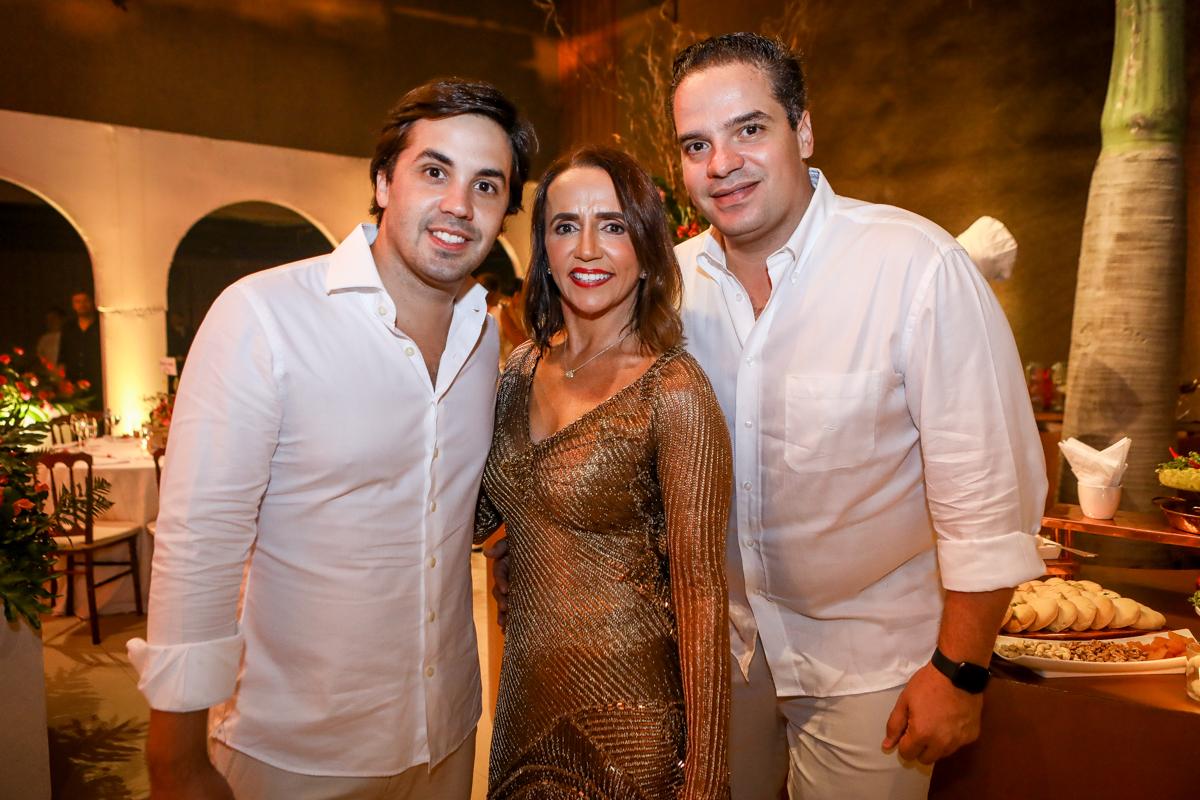 Netinho E Carla Baide, Thiago Holanda