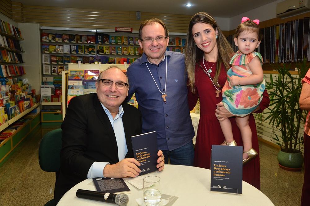 Padre Eugênio Pacelli E Carlos, Luciana E Isabela Matos (1)