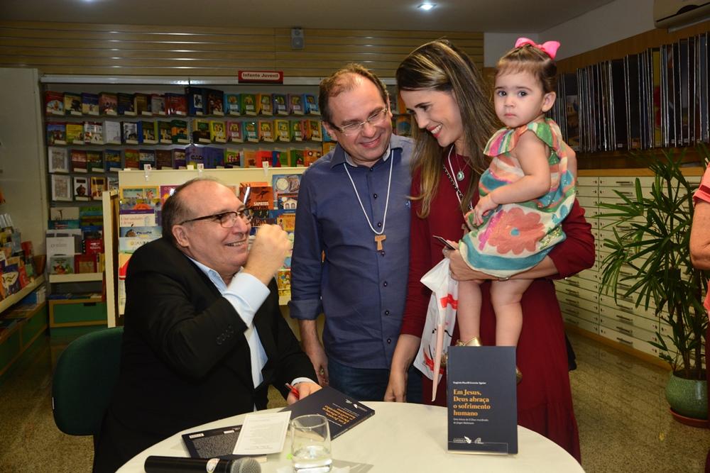 Padre Eugênio Pacelli E Carlos, Luciana E Isabela Matos (2)