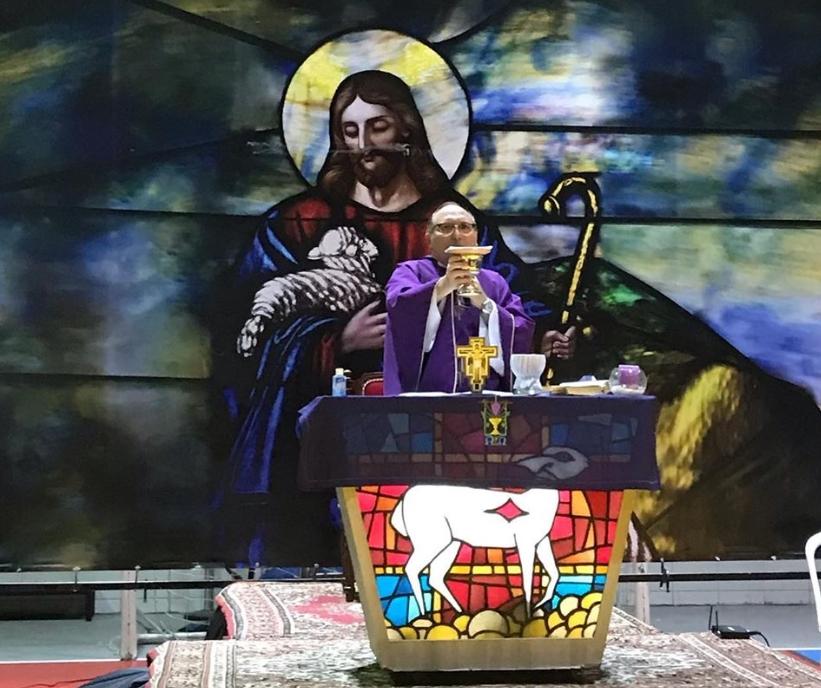 Pe. Eugênio Pacelli promove celebrações online da Noite da Misericória