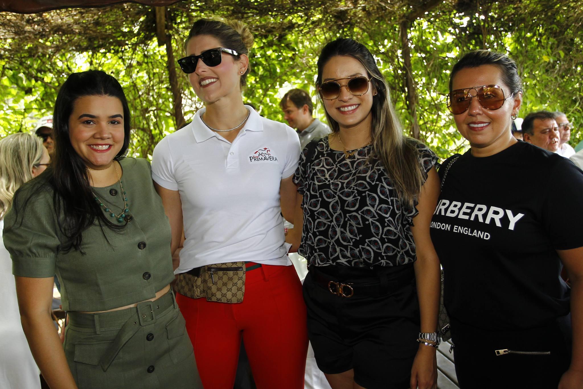 Priscila Leal, Rebeca Bastos, Camila Morais E Elis Moreira