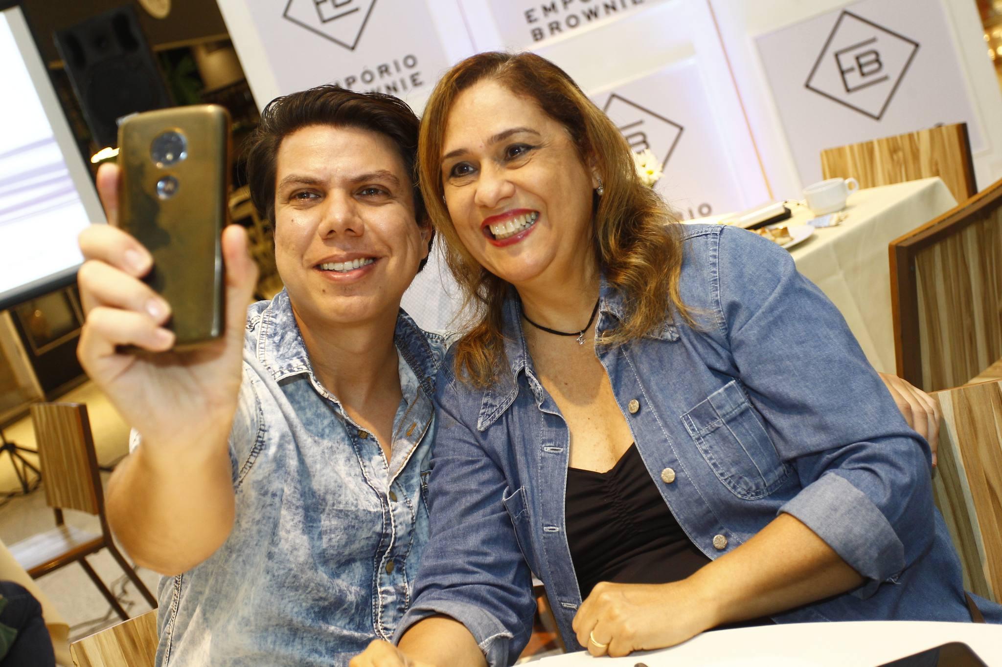 Raone Saraiva E Regina Carvalho