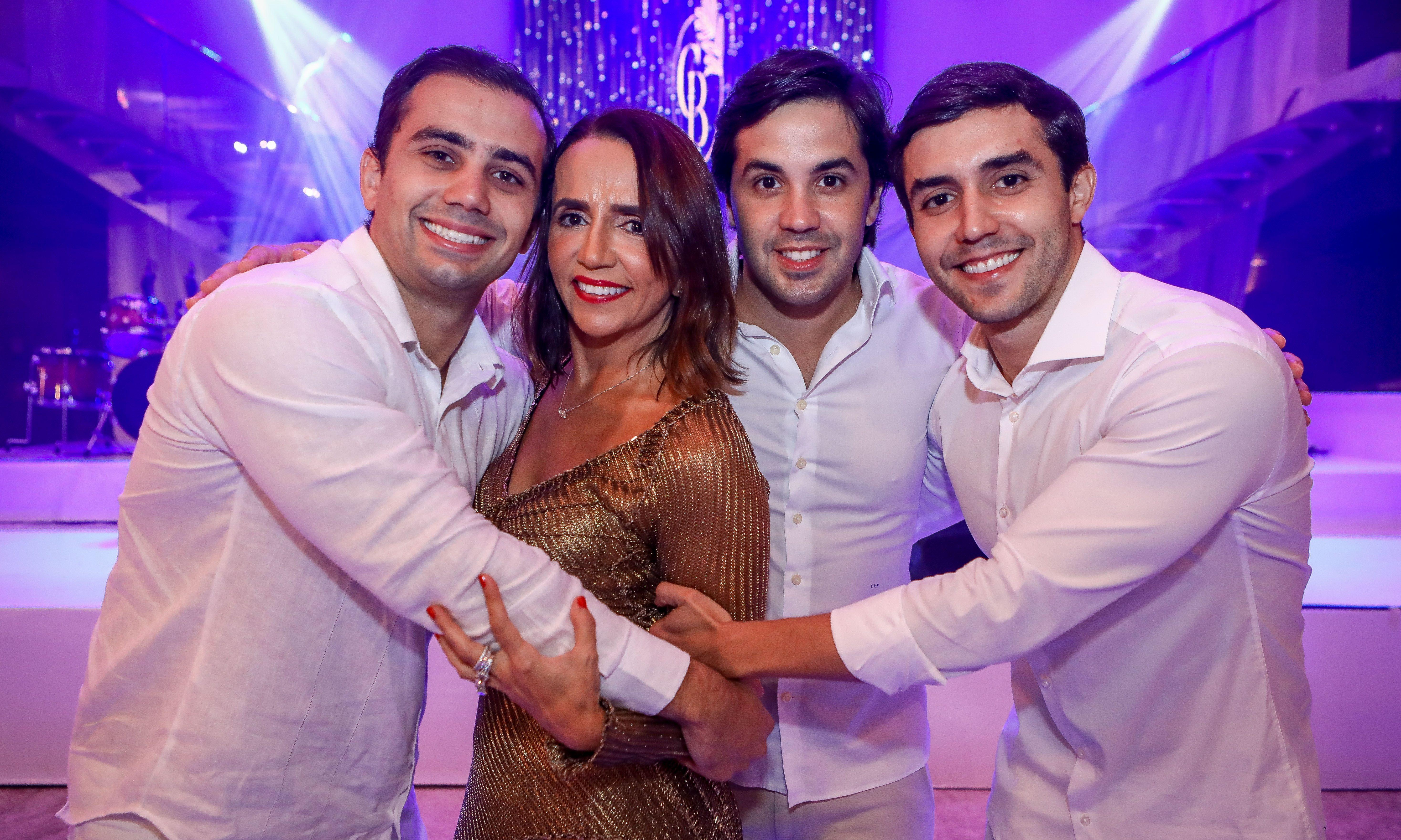 Carla Bayde arma uma festa cheia de bossa para festejar a nova idade