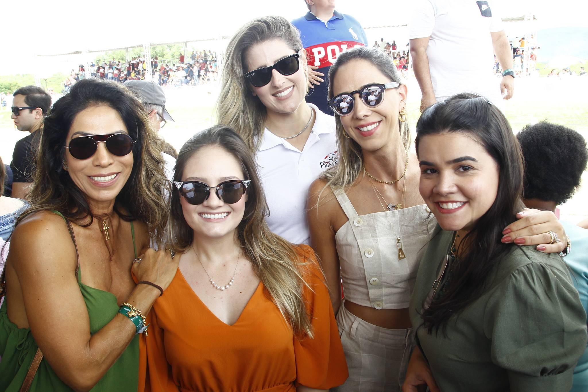 Synara Leal, Leticia Teixeira, Rebeca Bastos, Livia Vieira E Priscila Leal
