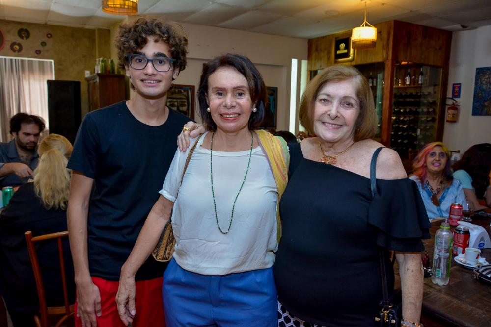 Victor E Mazarela Salles E Joacir Soares