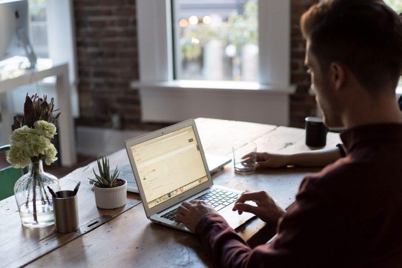 Quer trabalhar melhor no home office? A ibyte entrega três dicas para facilitar o dia a dia
