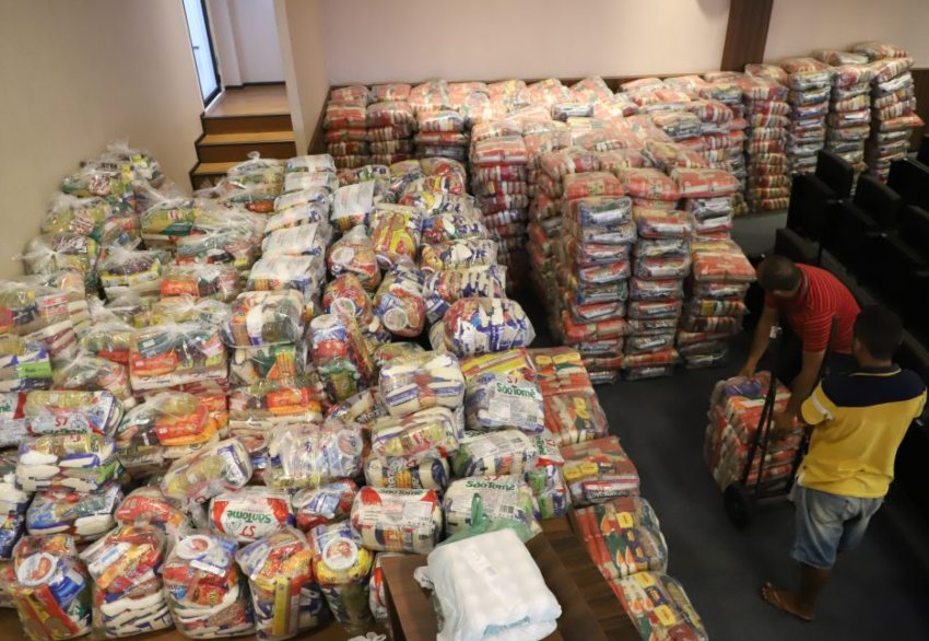 """CMFor entrega 17 toneladas de alimentos para o movimento """"Supera Fortaleza"""""""