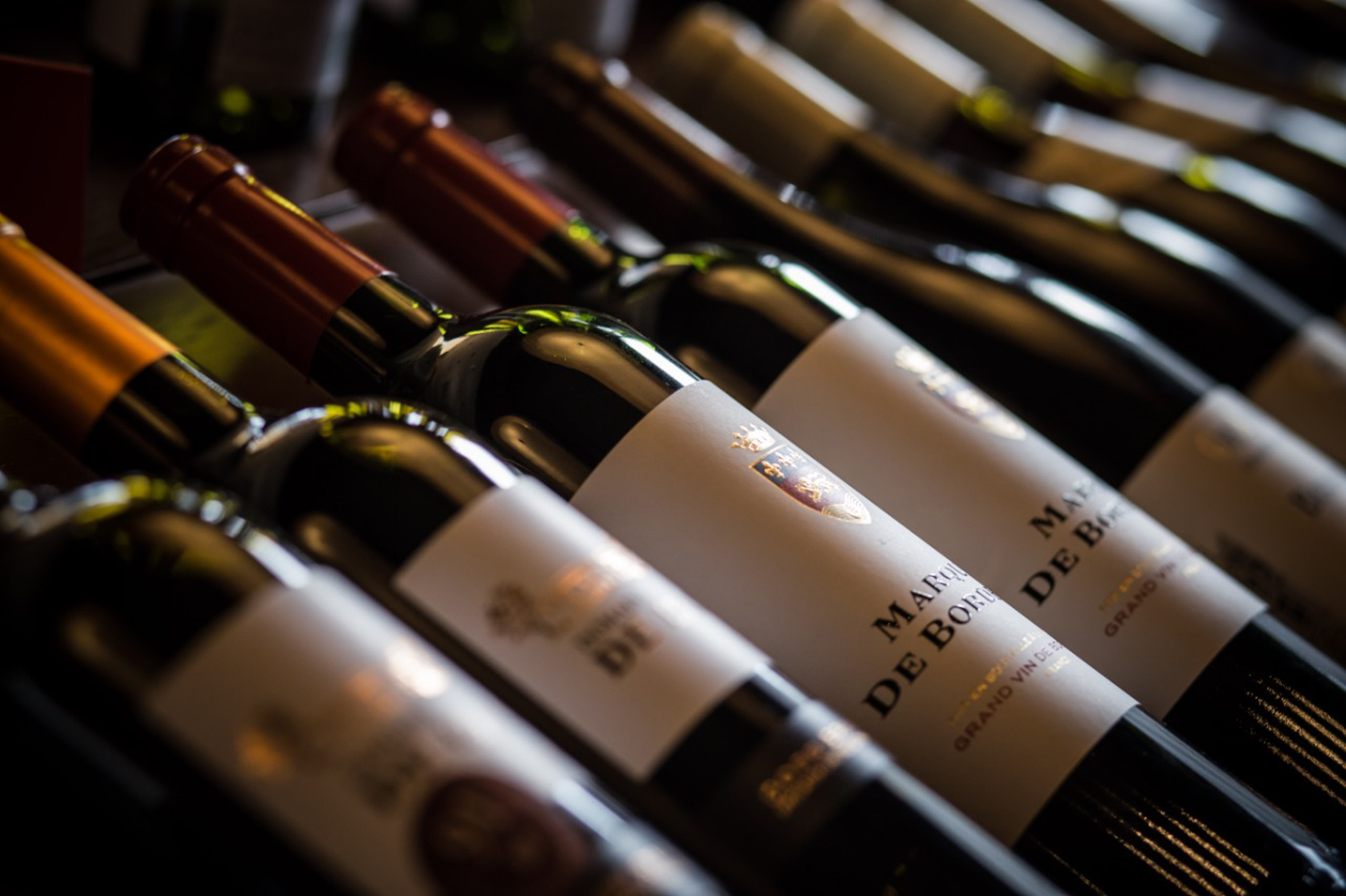 Em alusão ao Dia dos Namorados, Grand Cru oferece ampla carta de vinhos com 40% OFF