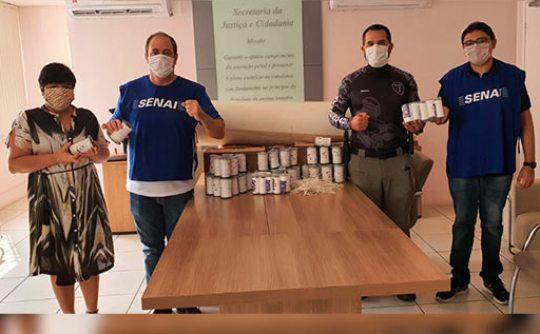 FIEC entrega material para confecção de máscaras de TNT no presídio feminino