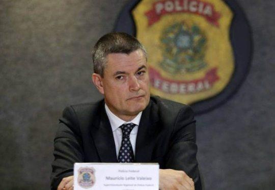 Bolsonaro demite diretor da PF e acirra desgaste com o ministro da Justiça