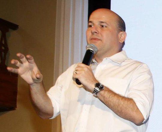 Roberto Cláudio abre cadastro para empresas interessadas em participar do programa Comida em Casa