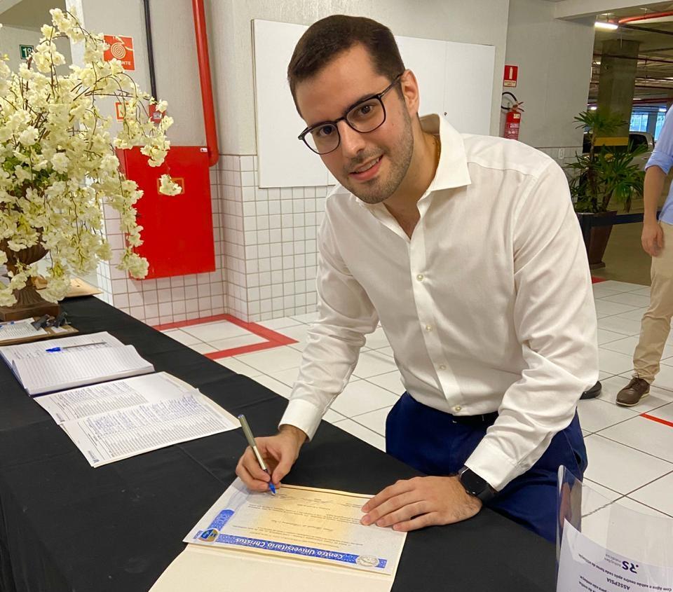 Seguindo os passos do avô, Lúcio Alcântara Neto se forma em Medicina