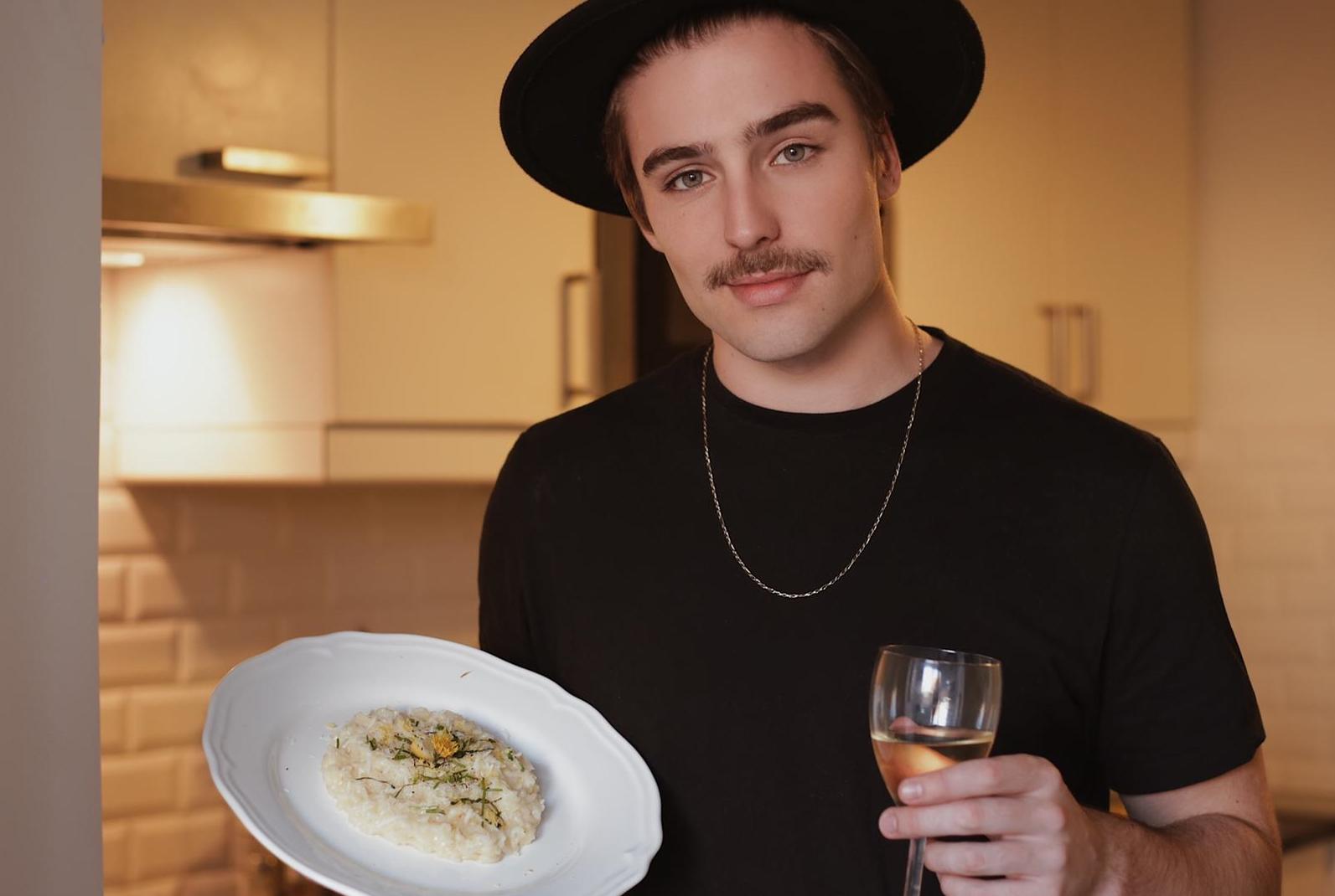 Arthur Schmidt estreia no Youtube com canal de culinária para o público masculino