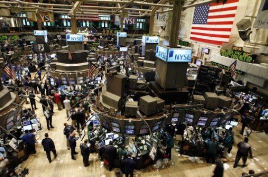 Bolsas americanas registram alta por flexibilizações, Ibovespa acompanha