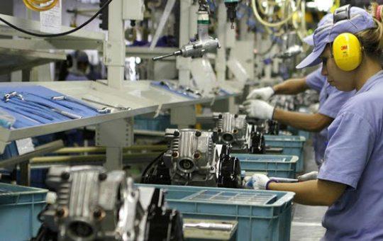 Confiança da indústria registra alta de 3,2 pontos em maio, afirma estudo da FGV