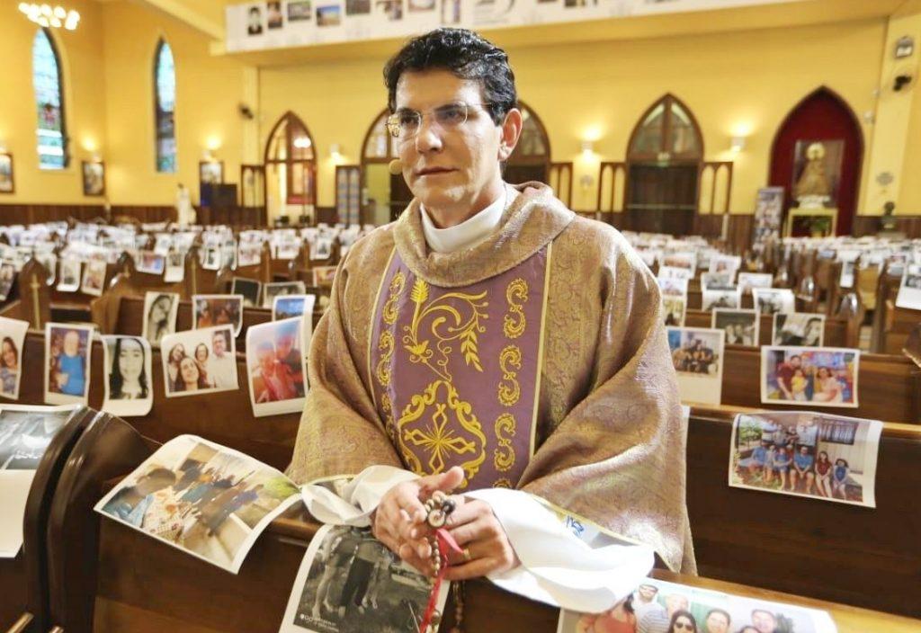 Padre Reginaldo Manzotti Recebeu Fotos De Fieis Para Te Los Presentes Nas Missao Em Curitiba 1584742637591 V2 1280x853